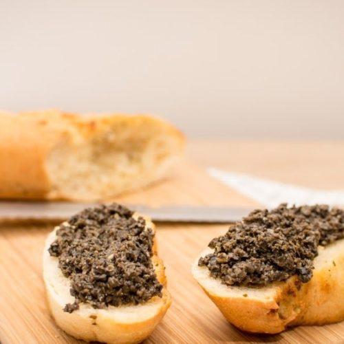 Jak zrobić tapenadę z czarnych oliwek?